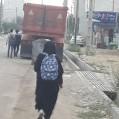 بلاتکلیفی پیاده روهای جاده سی متری و خطری که مردم را تهدید می کند/تصویر