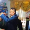 اهدای مدال قهرمان مسابقات جهانی به خانواده شهید مدافع حرم/ تصویر