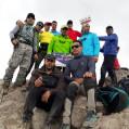 صعود مقتدارانه کوهنوردان بسیجی به آزاد کوه نور/تصویر