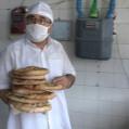 خبازان نکا به یاد امام مهربانی ها۳۰۰هزارقرص نان بصورت صلواتی عرضه نمودند/تصویر